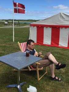 "Formanden for Tambohus Bylaug, Søren Landkildehus, måtte købe en stol, for at kunne få en ""sid-ned"""